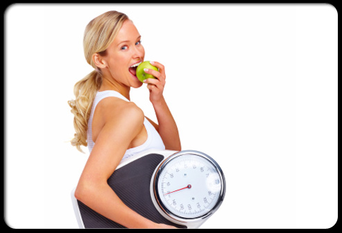 10-habits-that-can-help-you-lose-weight-s1-photo-of-woman-eating-apple-and-holding-scale