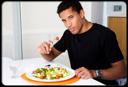 10-habits-that-can-help-you-lose-weight-s6-photo-of-man-eating-at-table